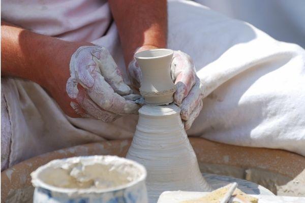 Faire de poterie
